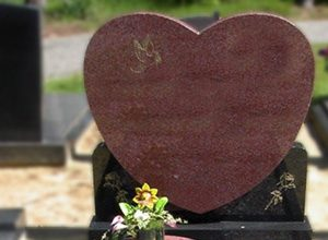 Gedenksteen met hart vorm